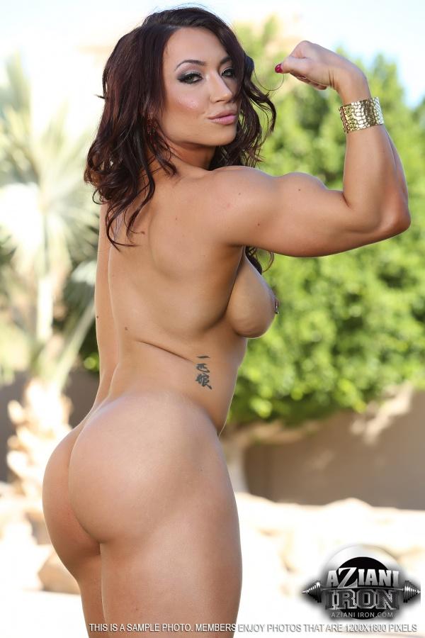 Sexy female bodybuilder shows off perfect body 4