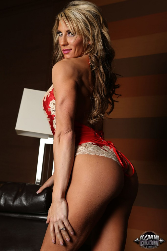 Abby marie pulls some stunning hot muscle poses 4