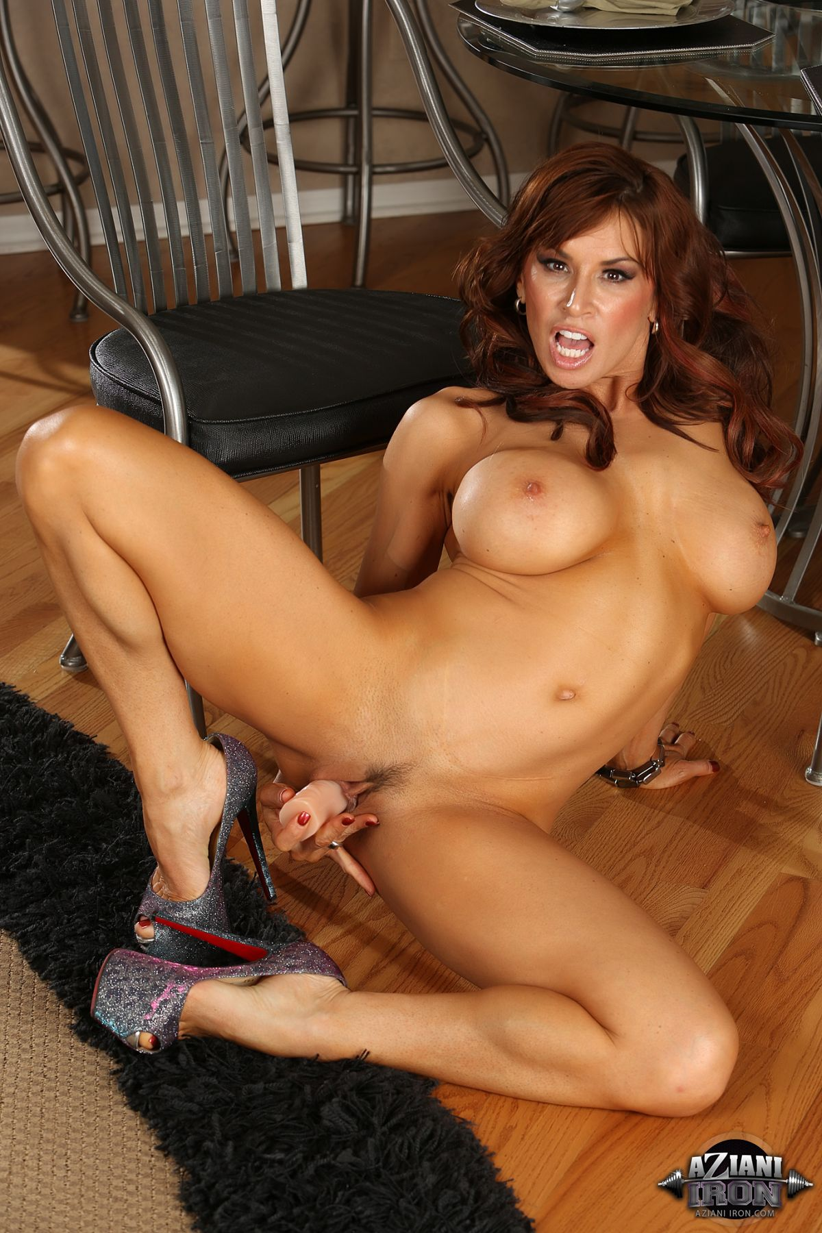 Angela salvagno pumping clit in the gym 3